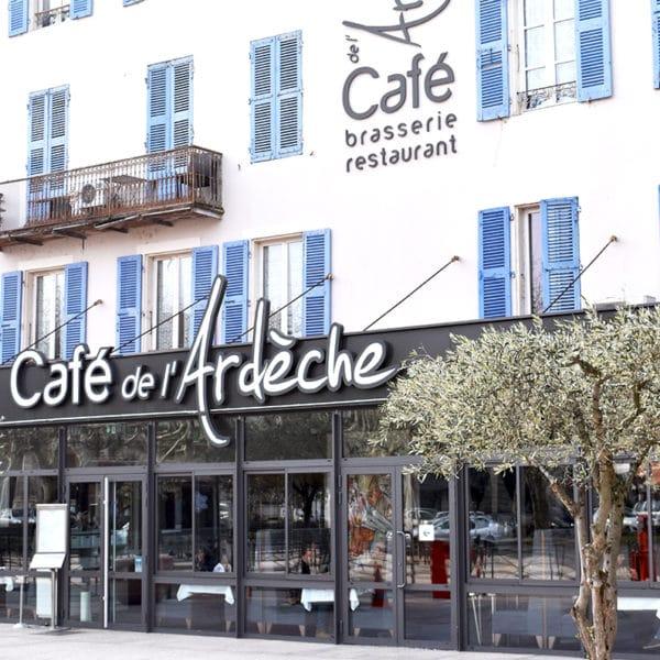 Facade du Café de l'Ardèche à Montéilmar